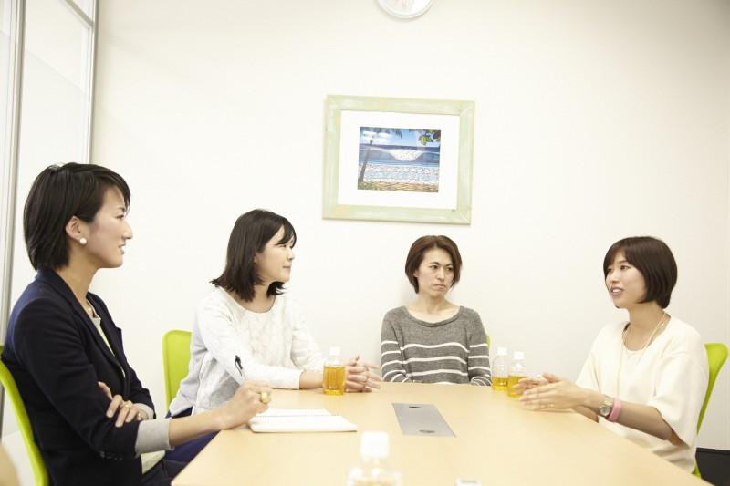 写真左から、飯田、小松さん、さん、熊本さん