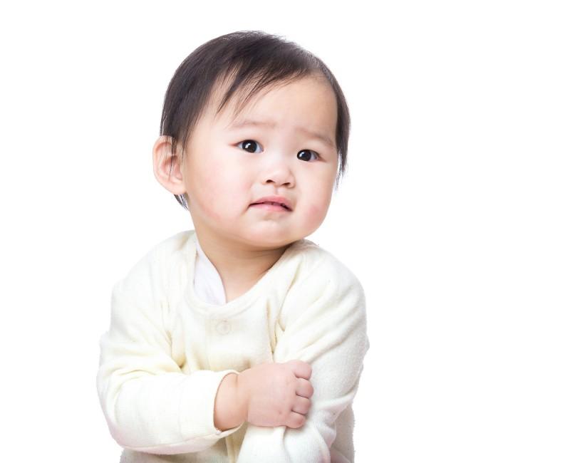 痒そうなのを見ているのも親は辛いですが、一緒に寝不足になるのも辛い・・・。