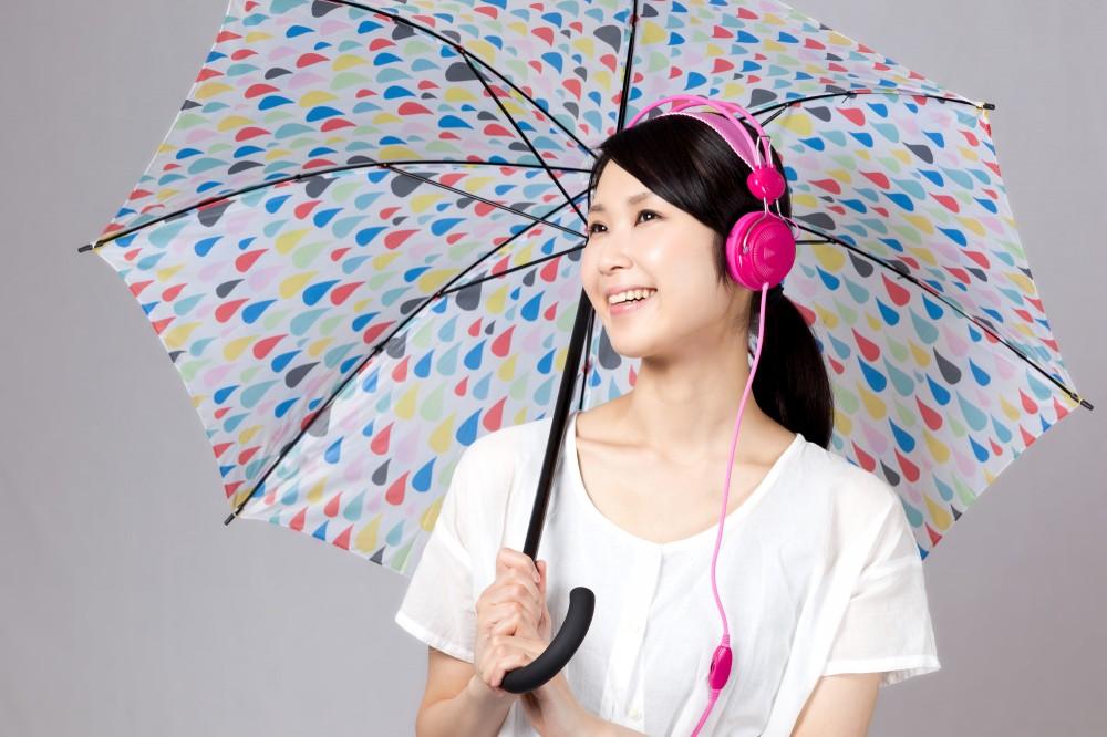 雨に似合う曲を聴いて外出するのもいいですね