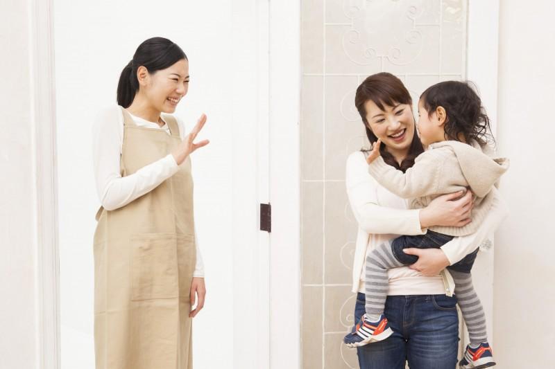 お迎え時のちょっとした会話などで、子どもの様子を突っ込んで聞いてるといいですね。
