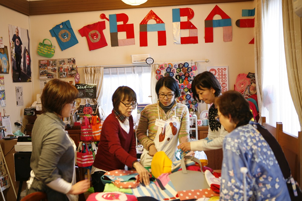 BABAラボでは孫育てグッズの企画から制作、販売を行っています。