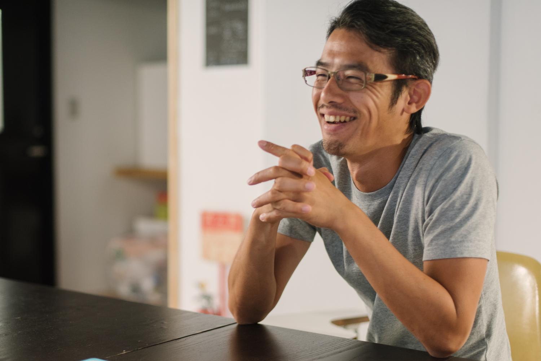 代表の西村琢氏。ご自身も制度を作り前からお子さんをオフィスに連れてきていたそうです。