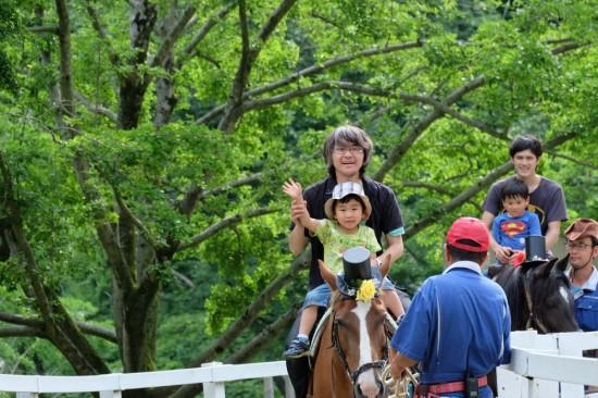 パパと息子で乗馬体験。