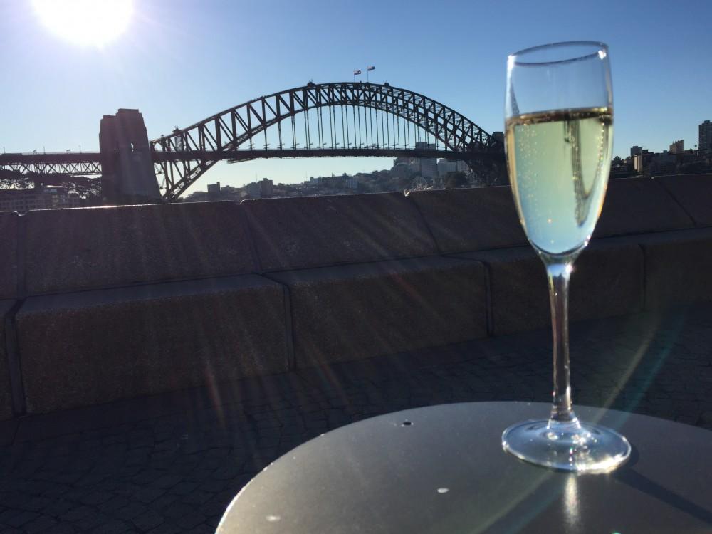 昼寝中にシャンパンを。ハーバーブリッジをつまみに!