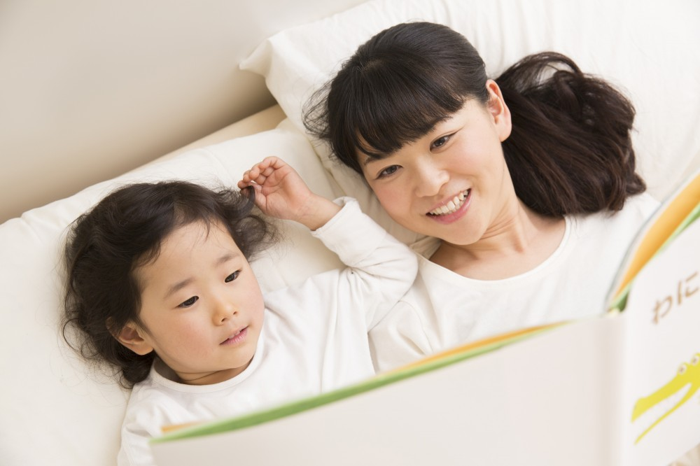 読み聞かせは親子のコミュニケーションにとても大事