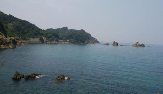 今回海水浴に訪れた海岸。海が透き通っています。