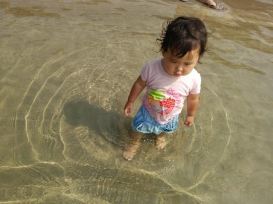 こんな浅瀬がしばらく続くので幼児連れにオススメです!