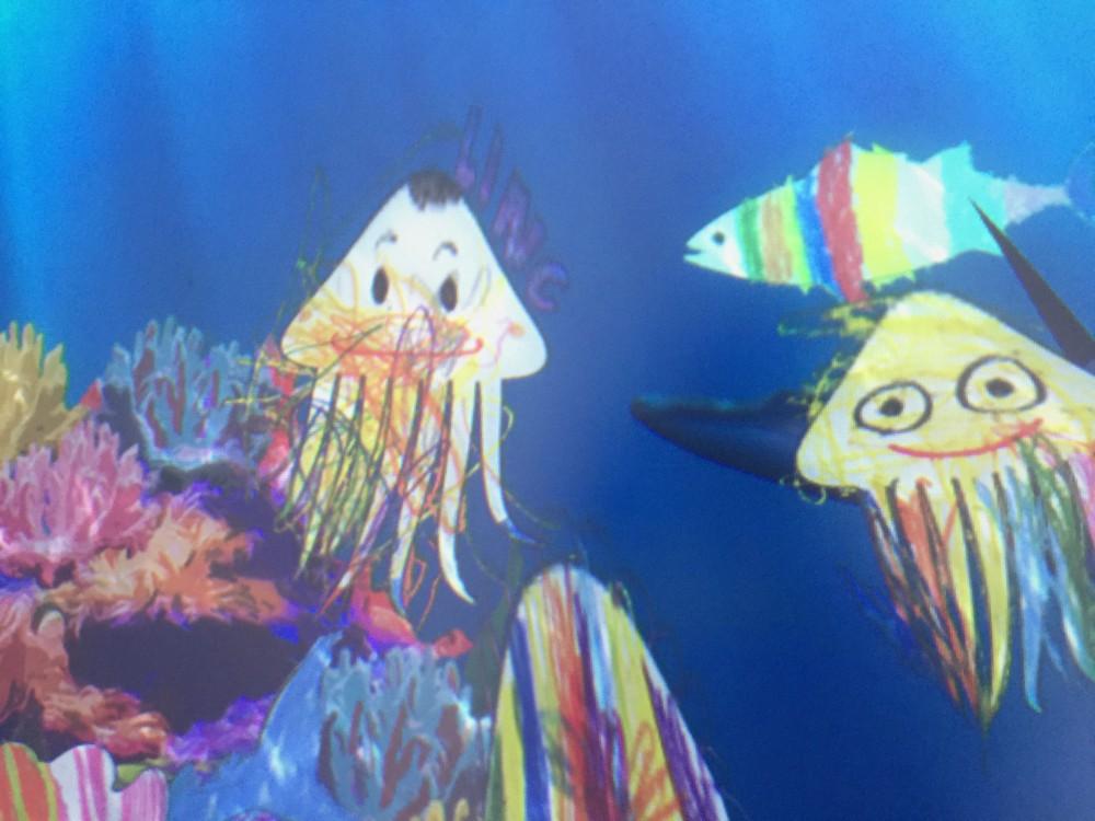 描いた魚が泳ぎだした!