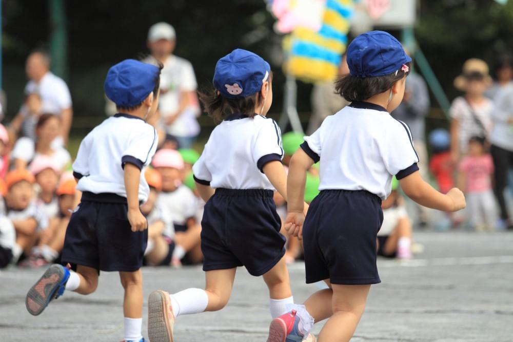 子どもにとって緊張することや、刺激が強すぎる体験によって起こります。