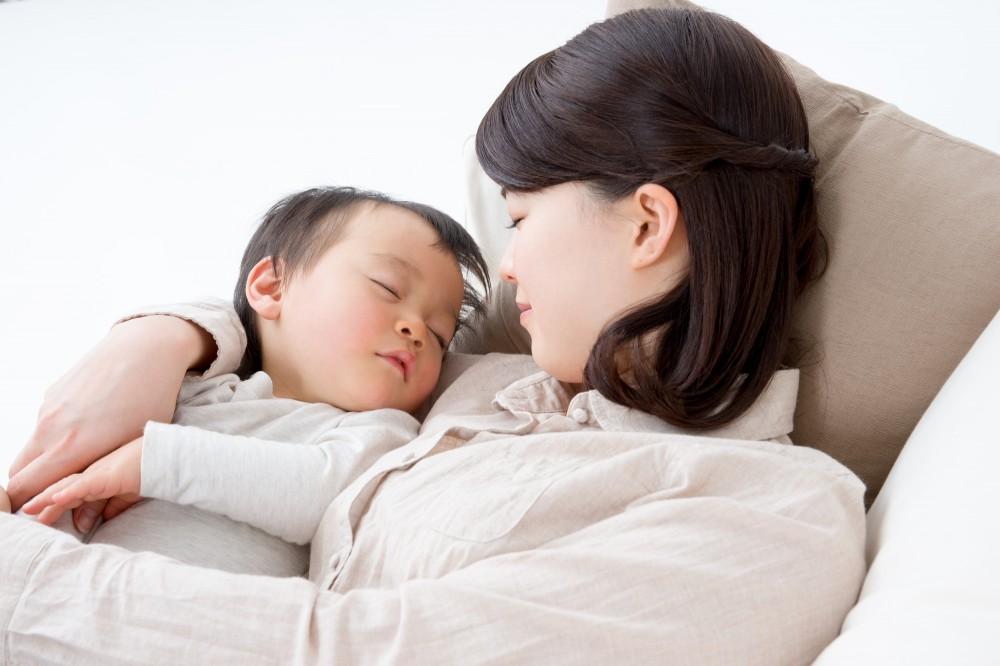 """ママが病原!? 36年前の""""トンデモ""""育児書の内容とは?"""