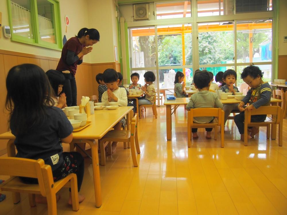 3歳 お昼ご飯シーン