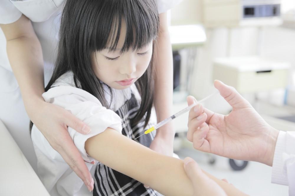 大人でも嫌な注射。子どもに受けさせるのは大変だけど・・・。必要ですね〜。