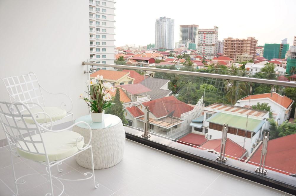 ホテルのようなリラックススペースをベランダに作るご家庭も増えていますよね。でも、配置など、要注意です。