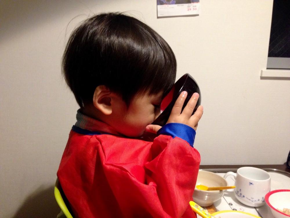2歳になる次男もおみそ汁が大好き!いつも飲みっぷりがよくいつもおかわり。