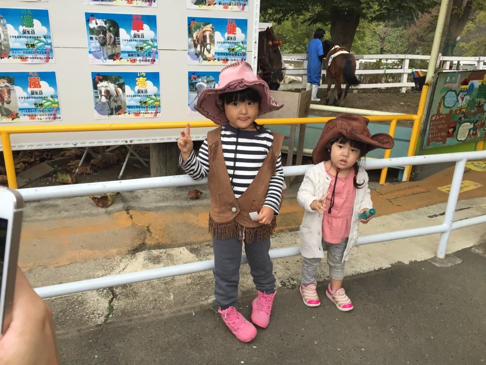 お友達のお姉ちゃんとポニー乗馬に挑戦しギャン泣き。
