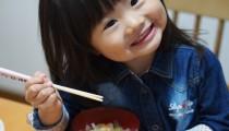 【食で悩むママ必見】楽しい食卓作りが子どもの心を育てるって本当?