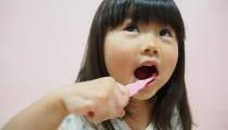 【歯医者さんにも聞いた!】1日何回? 歯みがき粉はいつからつけるの? 子どもの歯みがき事情