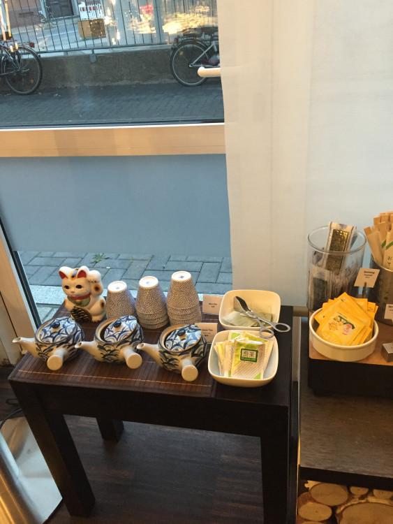 日系のホテルには緑茶など細かい気配りがあります。