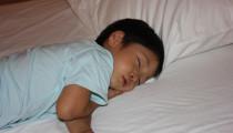先輩ママに聞く【子供が毎日夜中に起きる】その原因は?いつ寝るようになった?