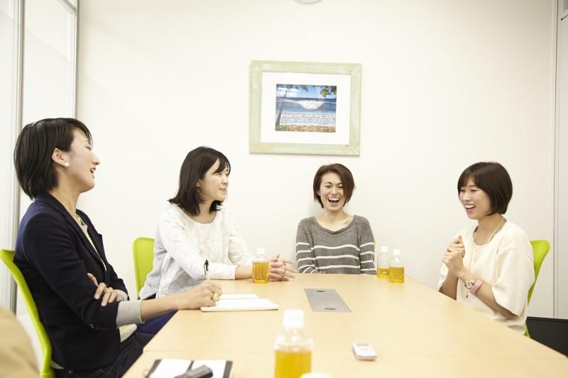 写真左から飯田、小松さん、上原さん、熊本さん