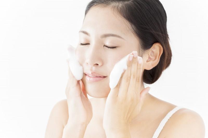 もっちもちに泡立てた洗顔料で洗うのも気持ちいいんですよね〜。