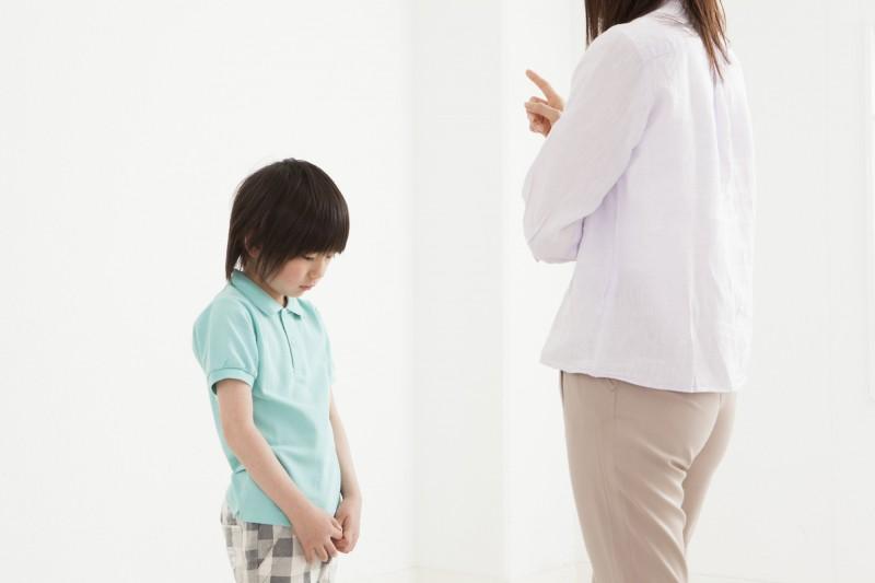 子どもの機嫌に引きづられ、ついつい小さなことで叱ってしまうことありますよね。