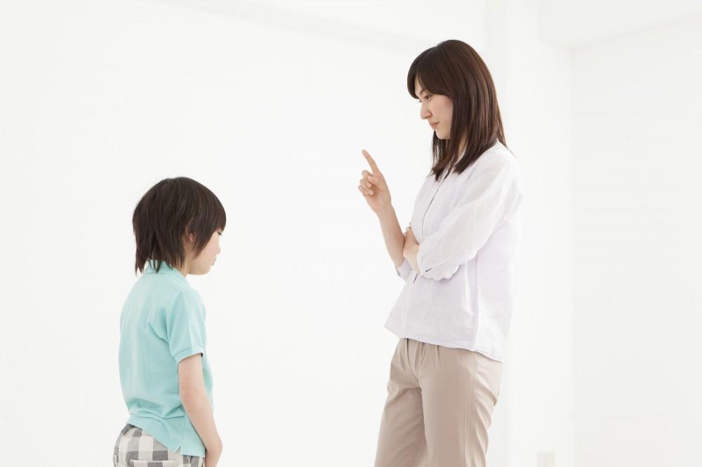まだ小さな子どもでも、真剣に叱れば、母親の顔、声のトーンでどれだけダメなのかは伝わります