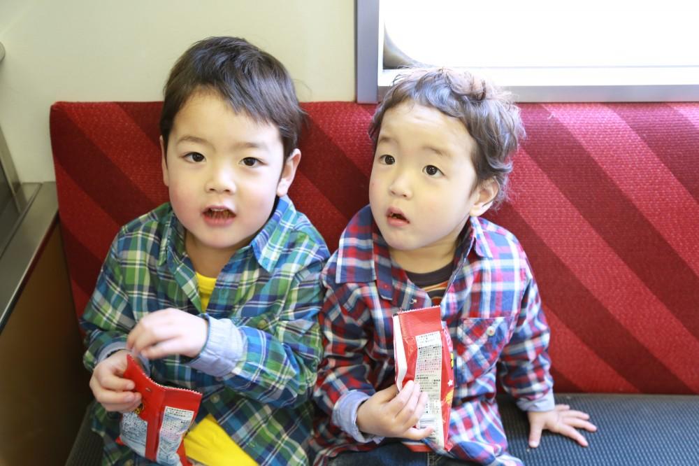 公共の乗り物内では子どもがいつ飽きるかハラハラしますね