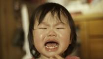 【睡眠不足】子どもが夜中に何度も起きる! ワーママたちの対策とは?