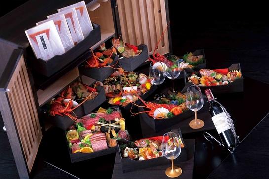 料理はもとより器、箸、杯にいたるまで和の職人技を結集したおせち〜極み〜