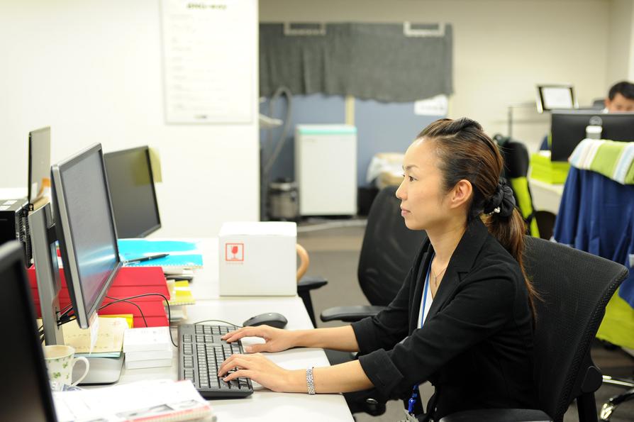 働くママ木口さんは、10時ちょっとまえに出社し、17時まで働いているそう。