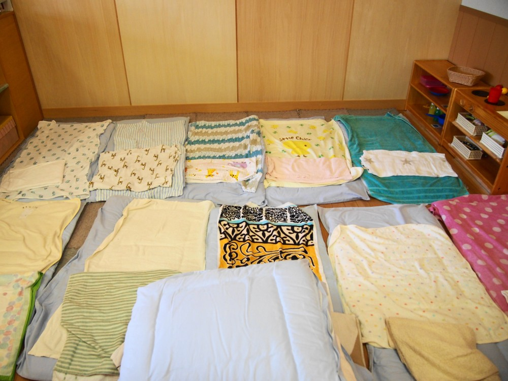 そのうち眠たくなれば自分のお布団に自ら行くように。