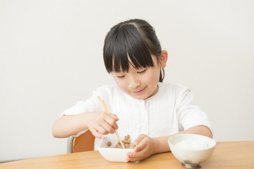 ご飯とお味噌汁だけでも子どもは喜んで食べますね。