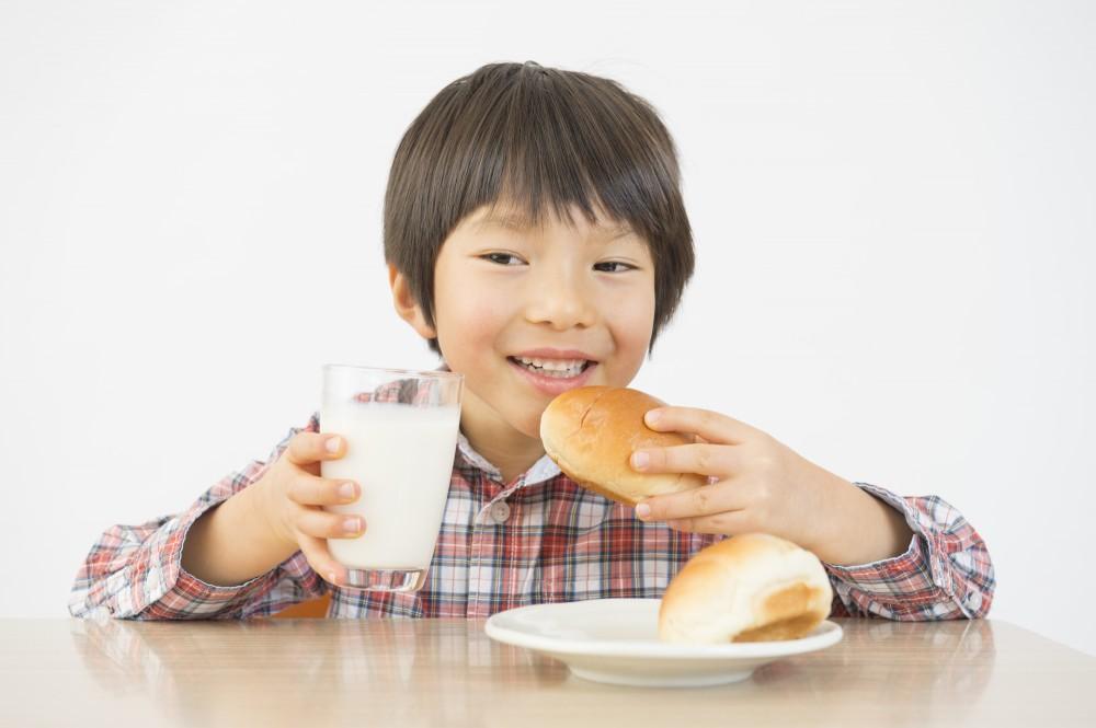 賞味期限切れも食品によっては「まぁいいか」と口にすることもありますね。