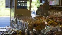 アナタの町に、子どもの溜まり場「駄菓子屋」ありますか?