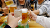 【小学校PTA】夜に開催される「親睦会」って何をするの?参加するメリットは?