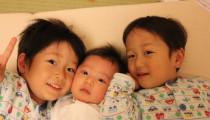 ノイローゼ寸前!3人目子育てで陥った【育児つらいスパイラル】の原因とは?