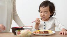保育園では食べるのに・・・子供が家でご飯を食べてくれない!どう解決する?